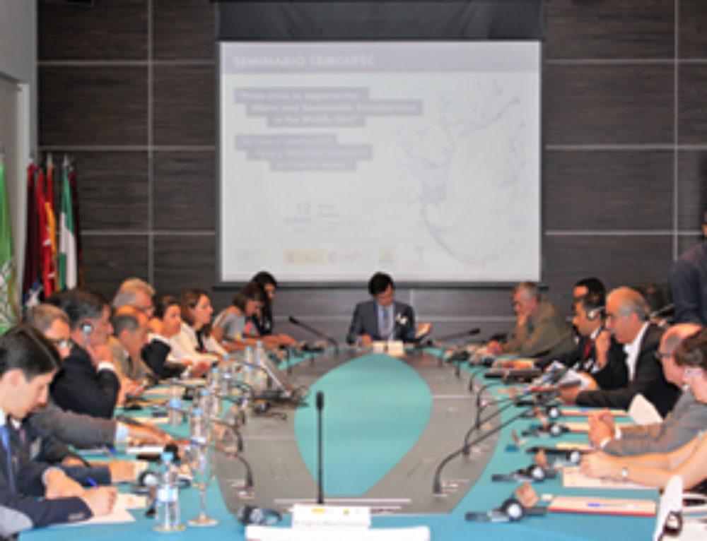 El tema del agua y el desarrollo sostenible a debate durante el seminario organizado por CEMOFPSC en Casa Árabe